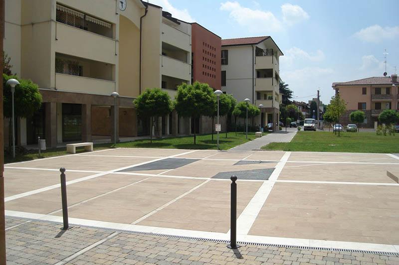 Complesso residenziale e terziario una nuova piazza per for 3 piani di garage per auto con alloggi