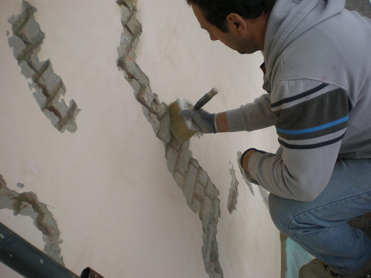 Sarcitura di lesioni murarie